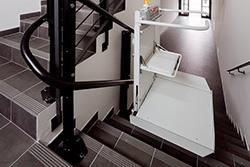Τεθλασμένες σκάλες με πλατφόρμα