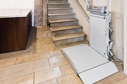 Ευθύγραμμες σκάλες με πλατφόρμα
